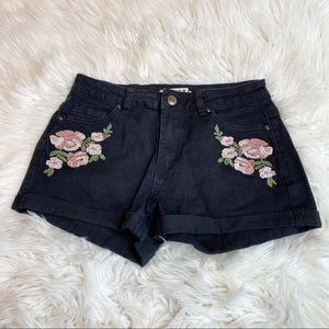 Encore Embroidered Flores black shorts size 5